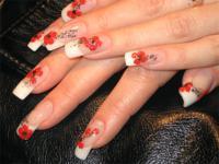 Маки на ногтях