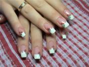 Вишенки на ногтях