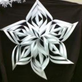 Как вырезать снежинки из бумаги
