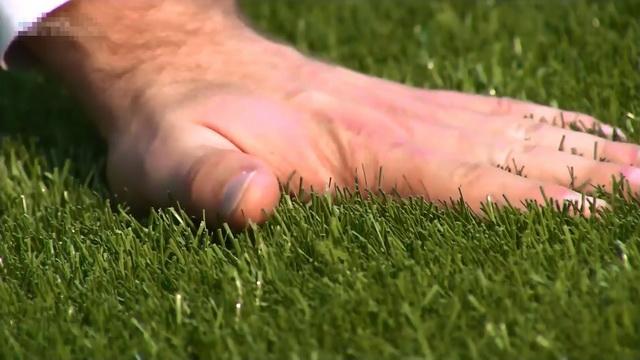 Как изготавливают искусственный газон