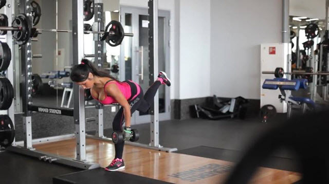 Тренировка нижняя часть тела. Пятое упражнение - это румынская тяга.
