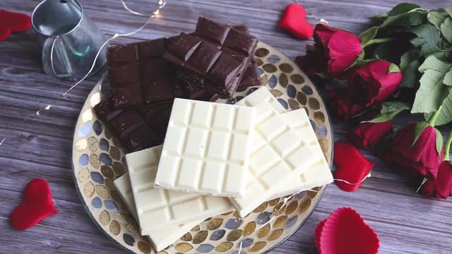 Черный и белый шоколад