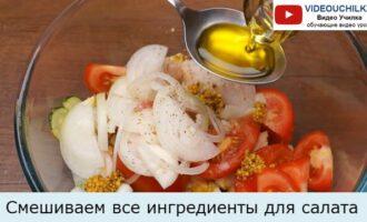 Смешиваем все ингредиенты для салата