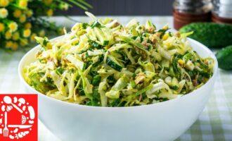 Салат с молодой капустой и тунцом