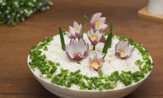 Салат полянка с цветами на 8 Марта