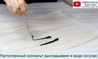 Растопленный изомальт выкладываем в виде сосулек